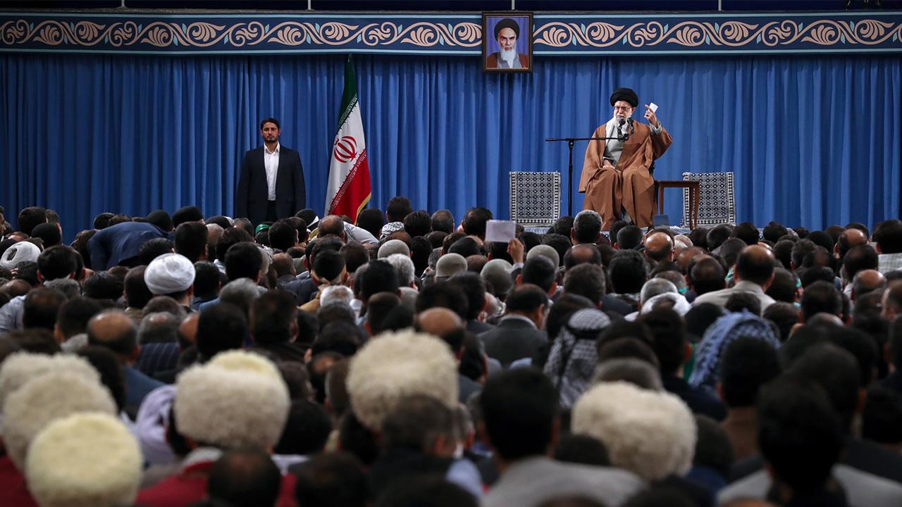 حضرت آیتالله خامنهای: دانشمندان عرصه نانو در آموزش و پرورش بعد از انقلاب درس خواندهاند