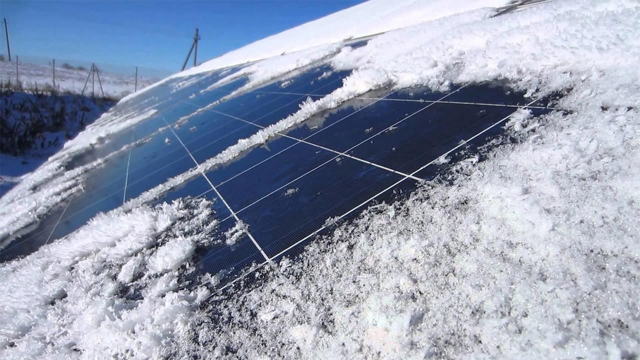 ایده یک زوج برای حل چالش انباشت برف روی صفحات خورشیدی